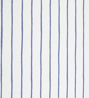 Papel pintado rayas finas artísticas a pincel azul claro fondo blanco Raya Odiel 421534