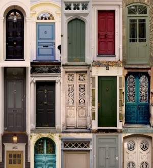 Papel pintado puertas de colores Thousand Doors 677083