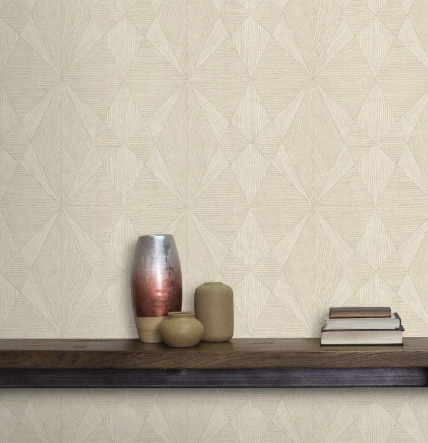Papel pintado geométrico texturizado con vetas de madera tonos beige Copernico 679285
